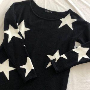 LIKE NEW. Vici Collection Star Sweater. L/XL